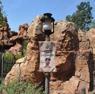 Background-Frontierland-Lamp.jpg