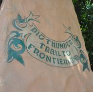 Background-Frontierland-Gateway.jpg